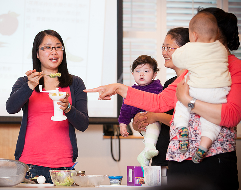 Women with toddlers having a peer nutrition session